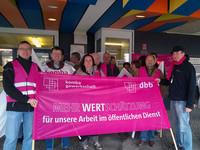 """Mahnwache """"Aktive Mittagspause"""" vor dem Kreishaus in Schwelm (Foto: © Archiv komba Ortsverband Schwelm)"""